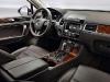 500x_vw-2011-touareghybrid-interior2-l